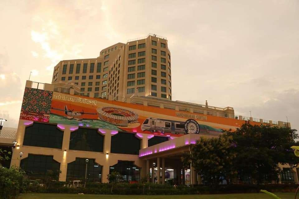 गांधीनगर में भारत का पहला 'फाइव स्टार-रेलवे स्टेशन' बनकर तैयार, आपको मिलेगी ये वर्ल्ड क्लास सुविधाएं