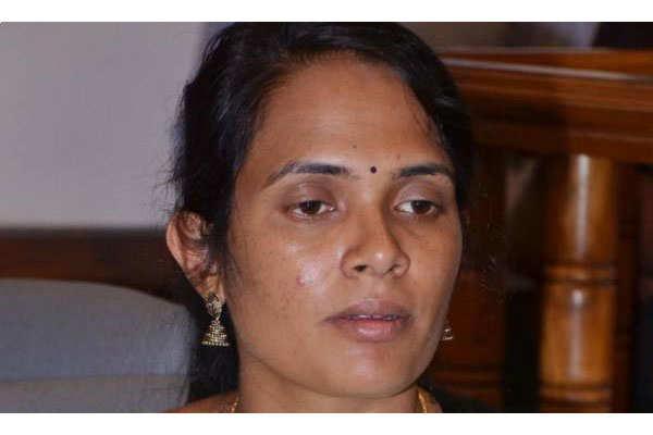 एक गरीब किसान की बेटी, गरीबी ऐसी की किताब तक के नहीं थे पैसे, अखबार पढ़कर IAS बन गई