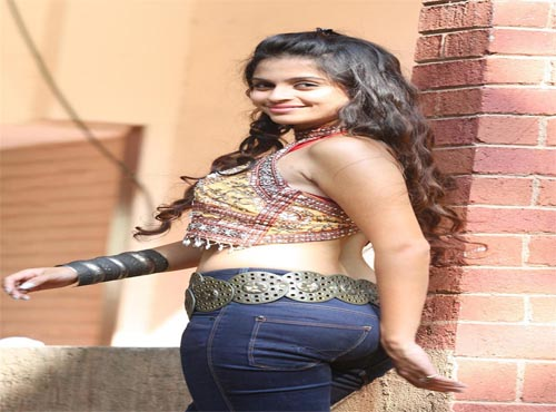 'नदिया के पार' वाली 'गुंजा' से भी ज्यादा खुबसूरत हैं उनकी बेटी, कई फिल्मों में कर चुकी हैं काम