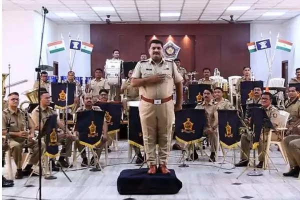 mumbai police james bond theme music