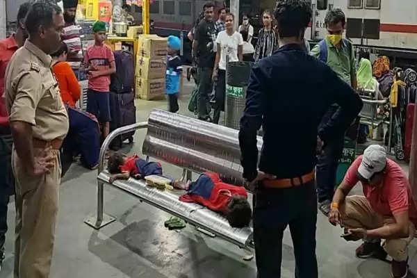 girls found in kanpur central railway station