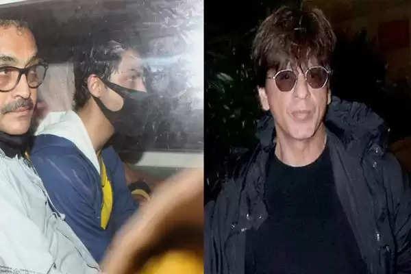 Shahrukh khan gauri khan and aryan khan