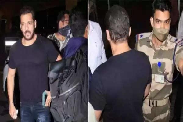 Salman Khan And Cisf Jawan