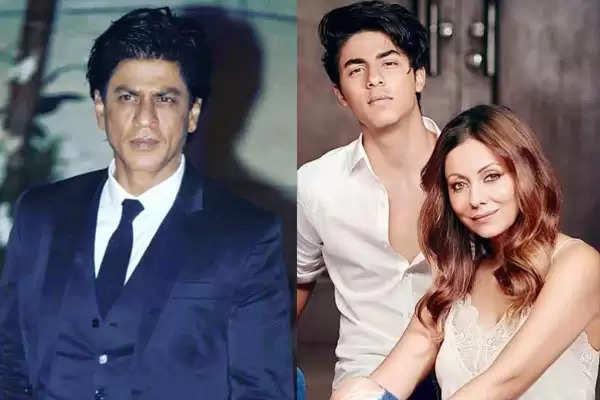 Shahrukh Khan And gauri khan aryan khan